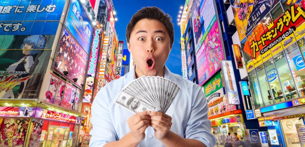Man holding money in Tokyo