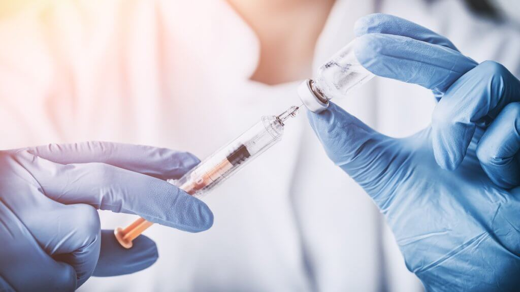 injecting injection vaccine vaccination